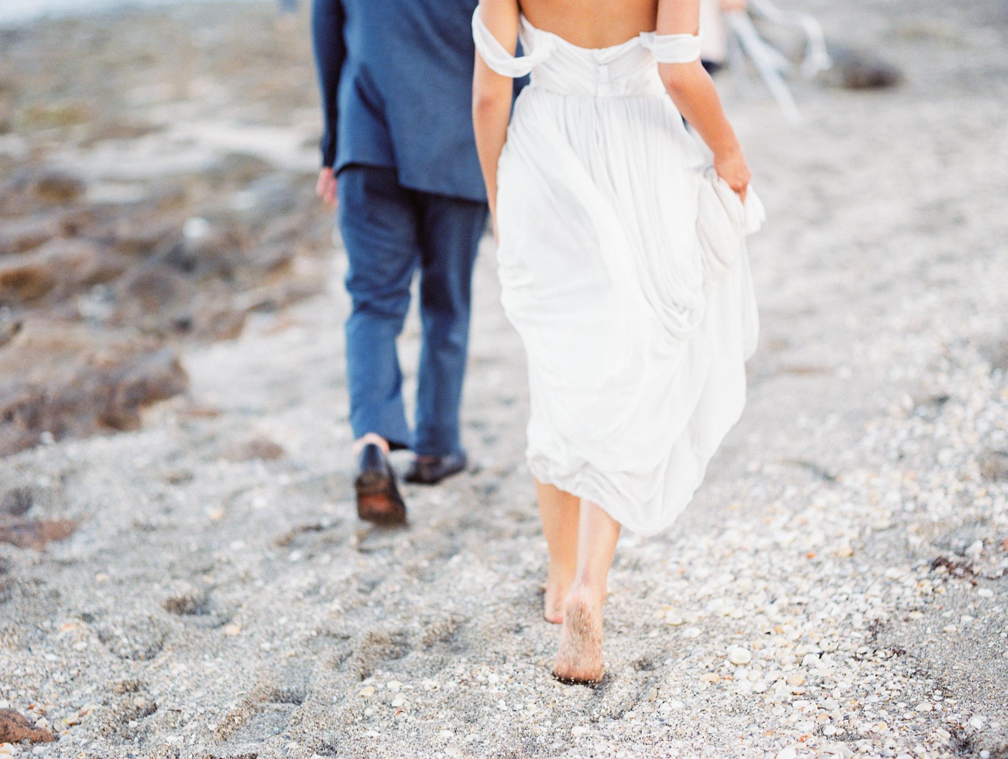 coral cove, jupiter beach FL, palm beach wedding photos, bride and groom on beach