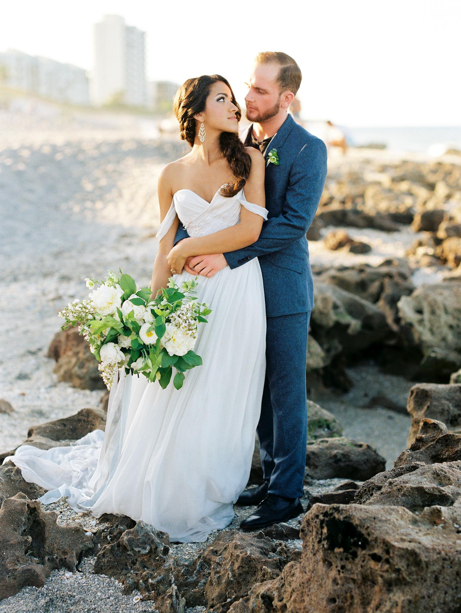 coral cove, jupiter beach FL, palm beach wedding photos, bride and groom portraits