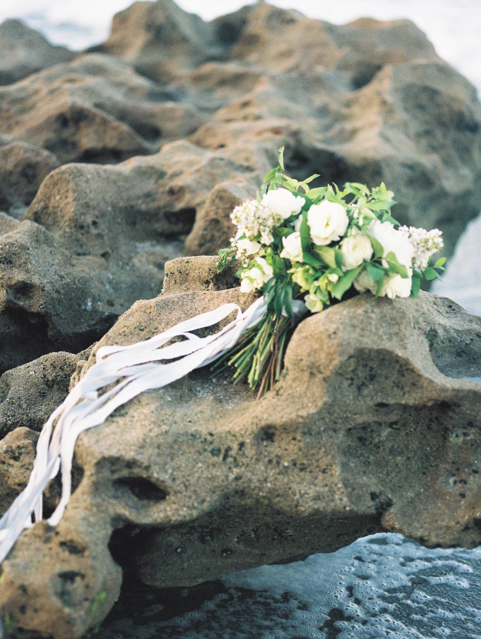coral cove, jupiter beach FL, palm beach wedding photos, white roses bouquet