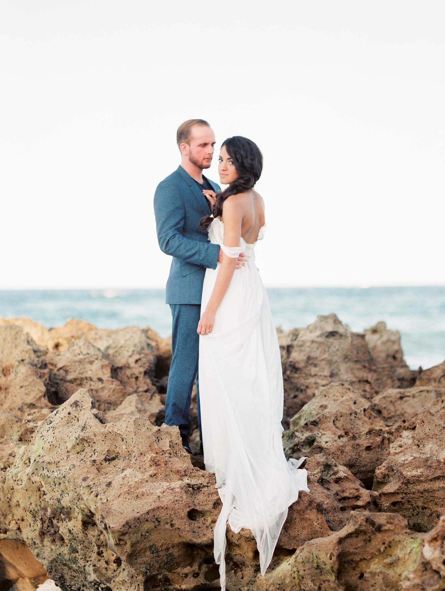 coral cove, jupiter beach FL, palm beach wedding photos, bride and groom photos