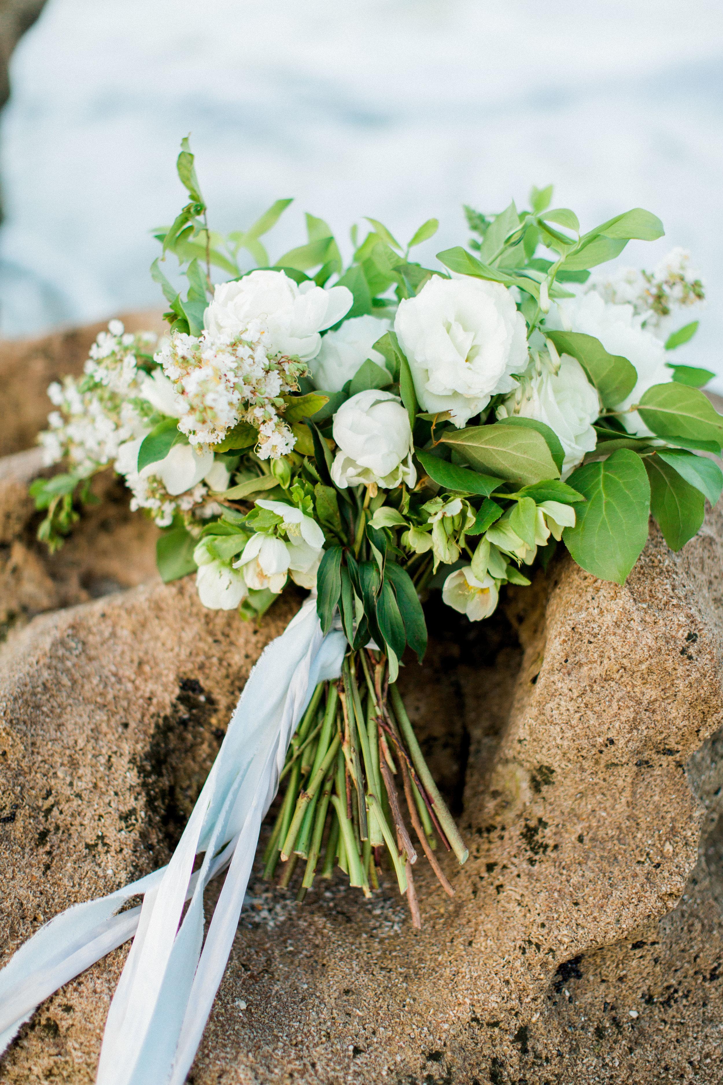 coral cove, jupiter beach FL, palm beach wedding photos, bouquet