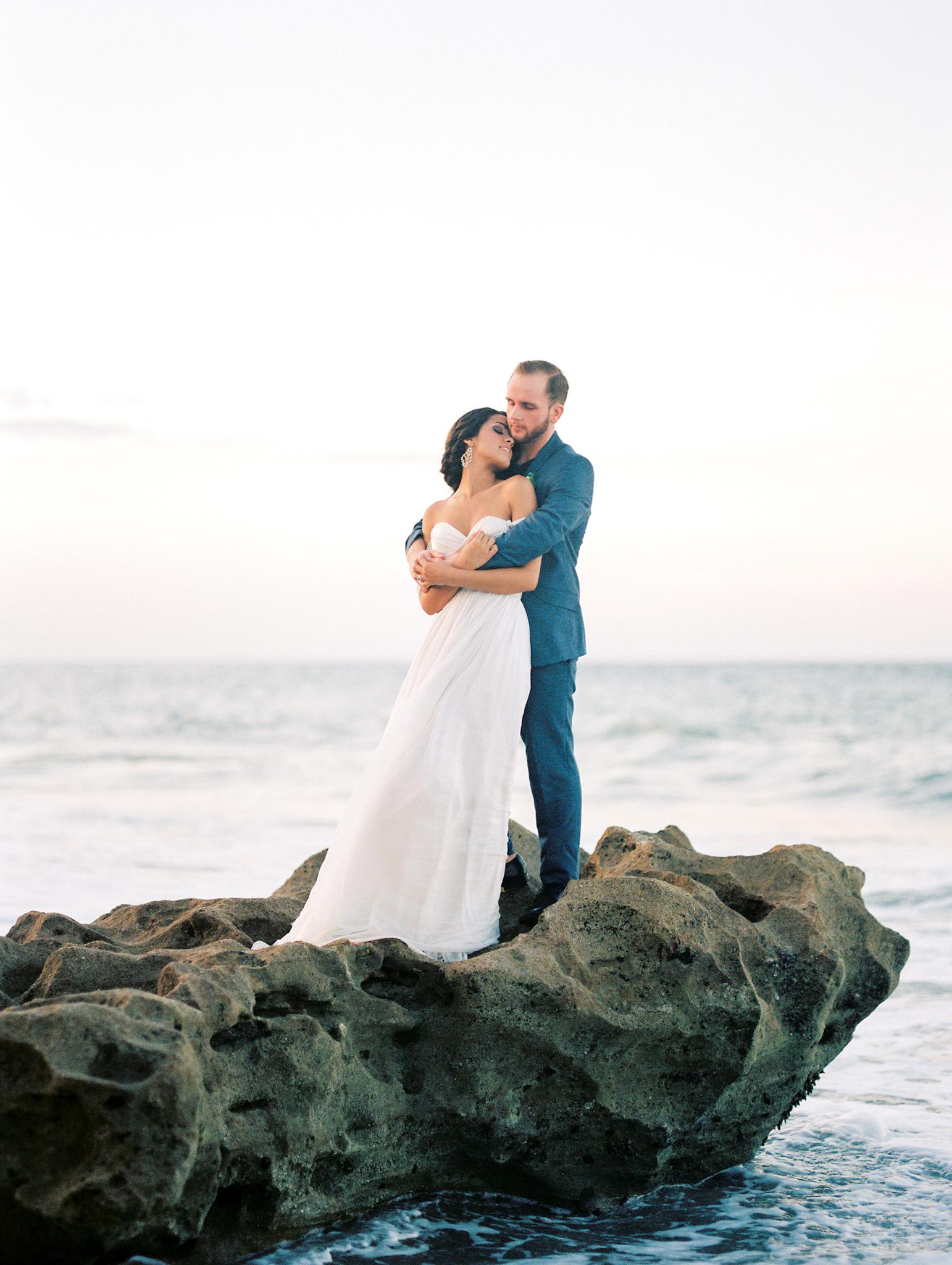 coral cove, jupiter beach FL, palm beach wedding photos, bride and groom