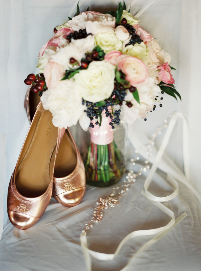 estate on the halifax in daytona beach, port orange fl wedding photos bouquet with headpiece and shoes
