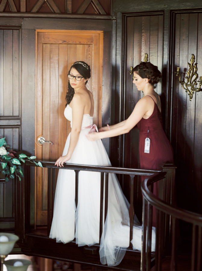 estate on the halifax in daytona beach, port orange fl wedding photos, bride and bridesmaids getting ready in estate house