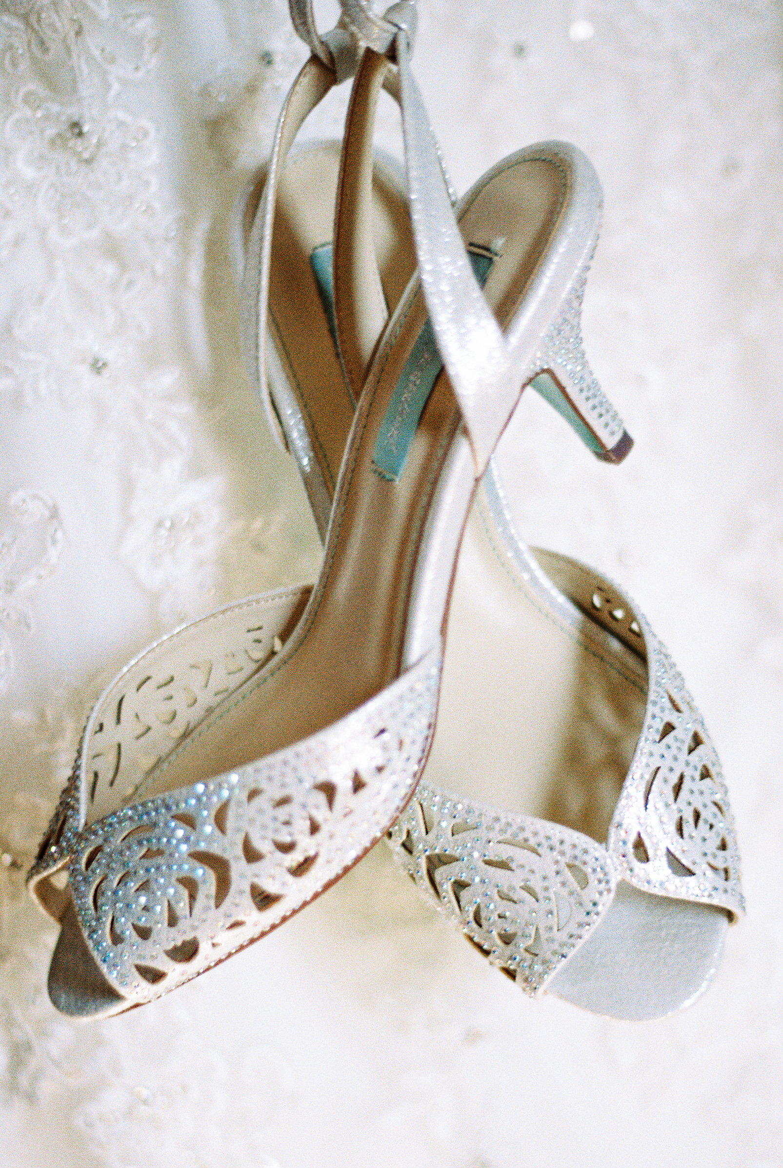 lake-mary-events-center-Florida-wedding-photos-shoes