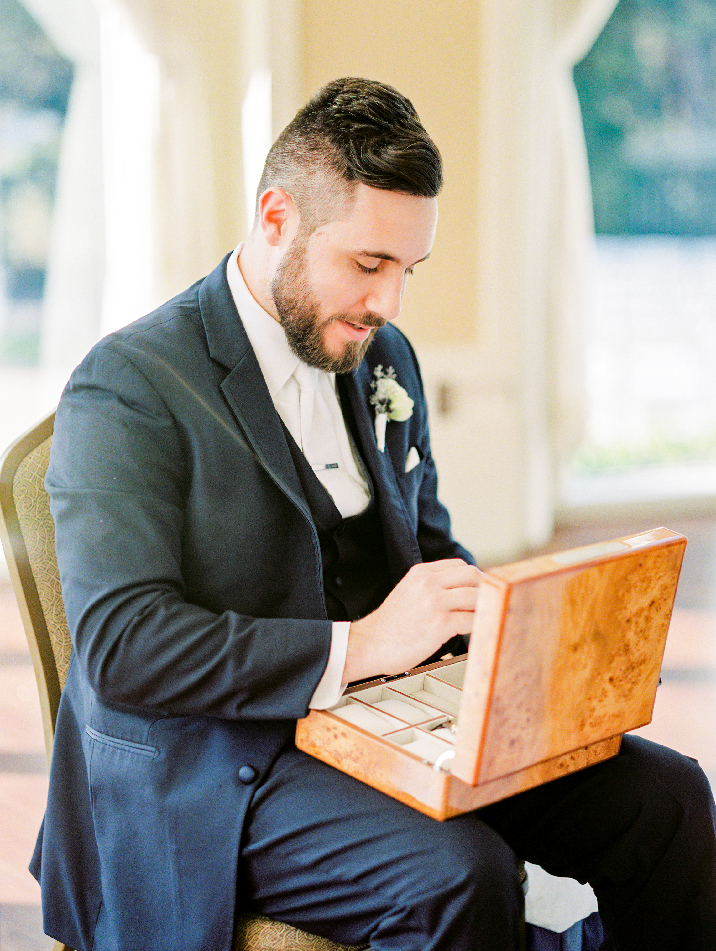 lake-mary-events-center-Florida-wedding-photos-groom-opening-gift