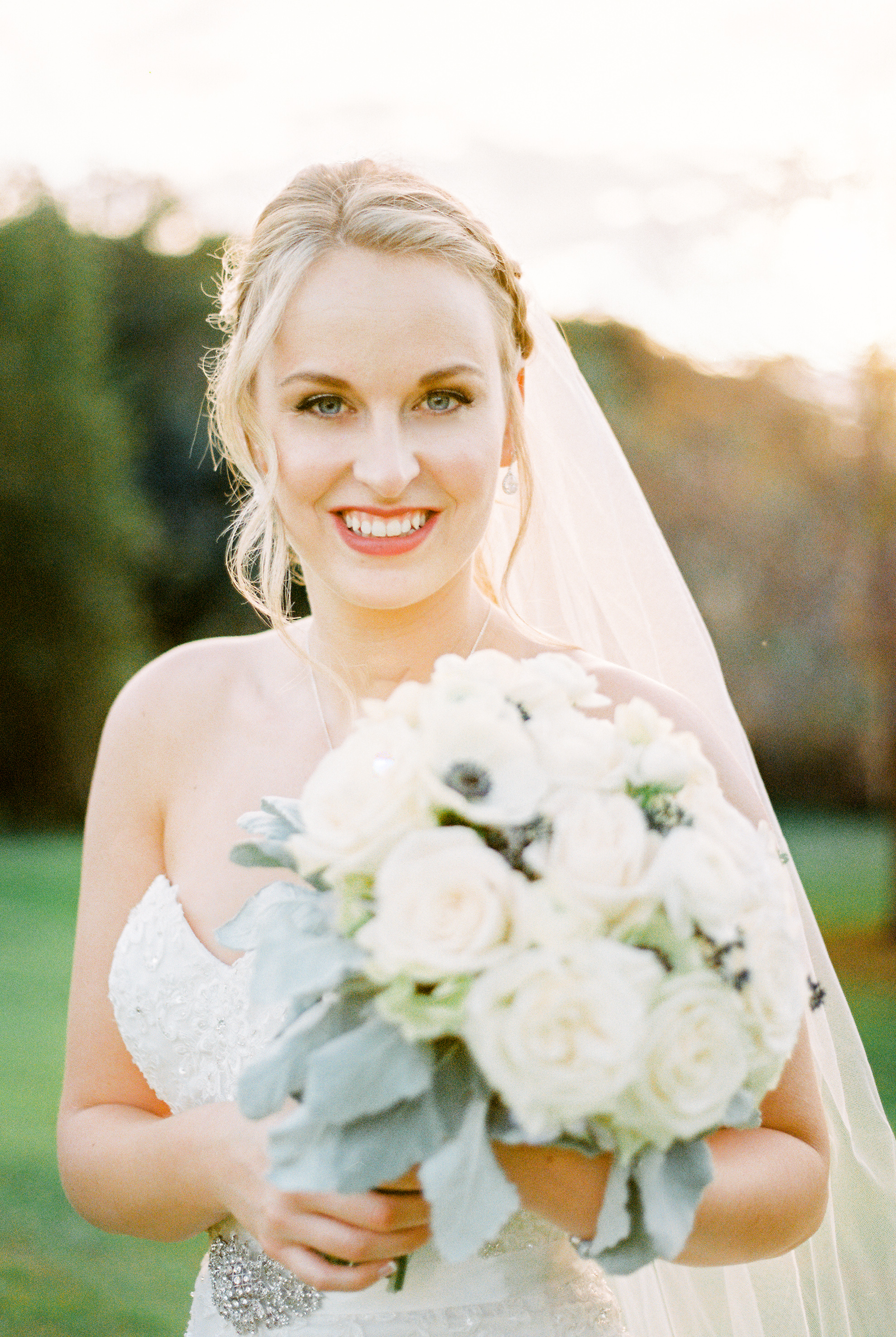 lake-mary-events-center-Florida-wedding-photos-brides-bouquet