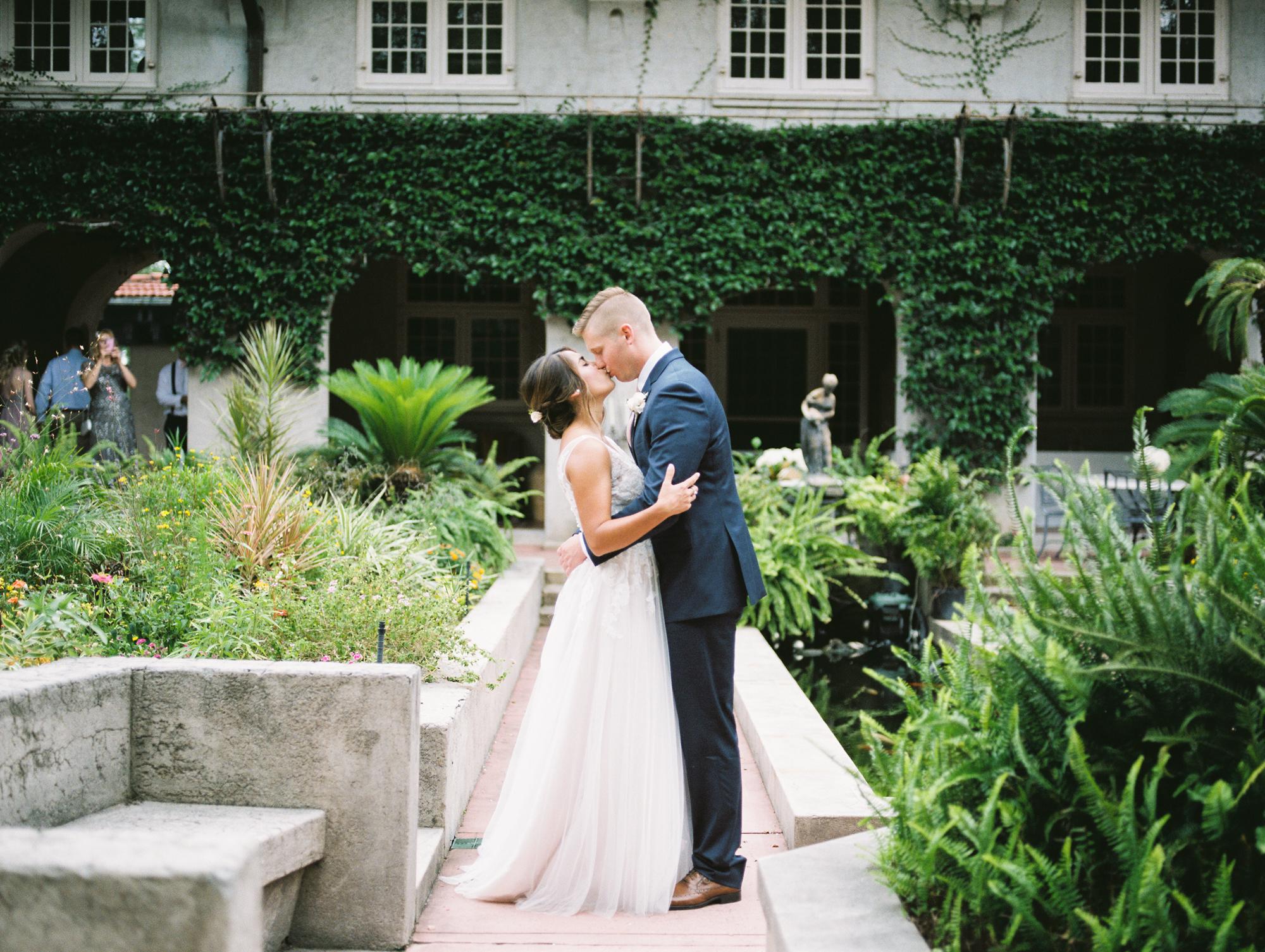 sydonie-mansion-mount-dora-orlando-fl-wedding-photos-courtyard-first-look