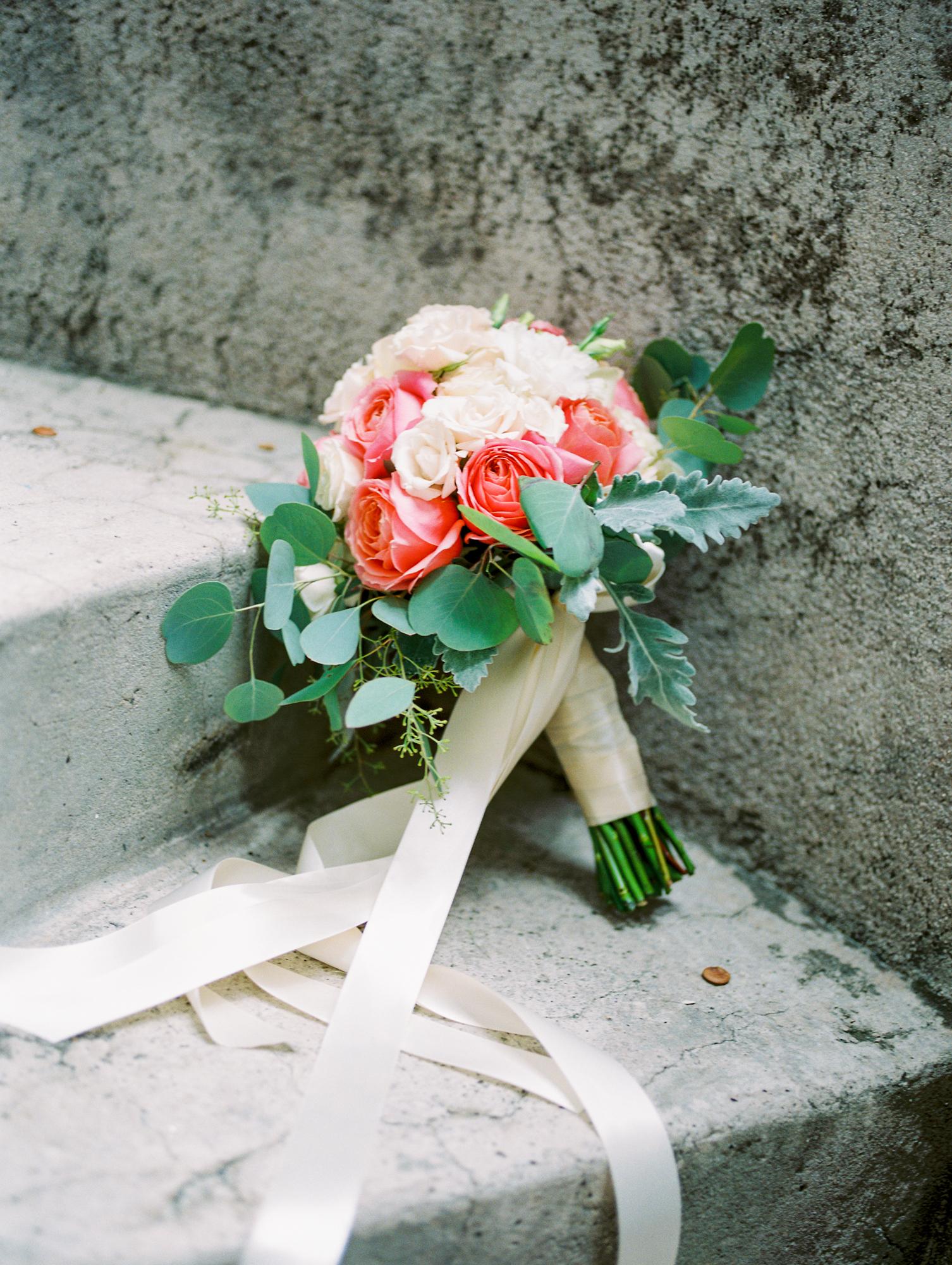 sydonie mansion mount dora orlando fl wedding photos bouquet flowers