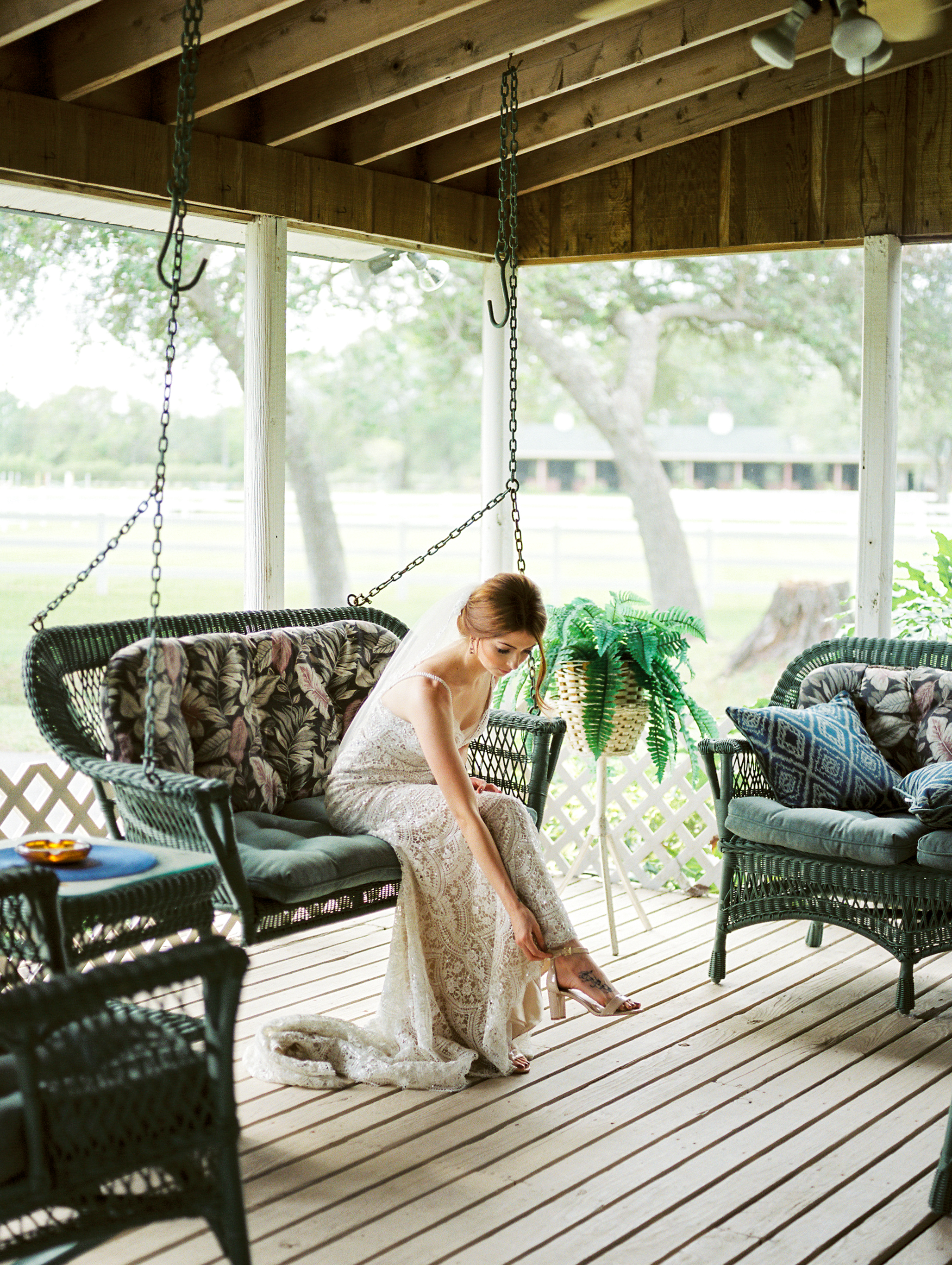 orlando florida wedding photography bride putting shoes on