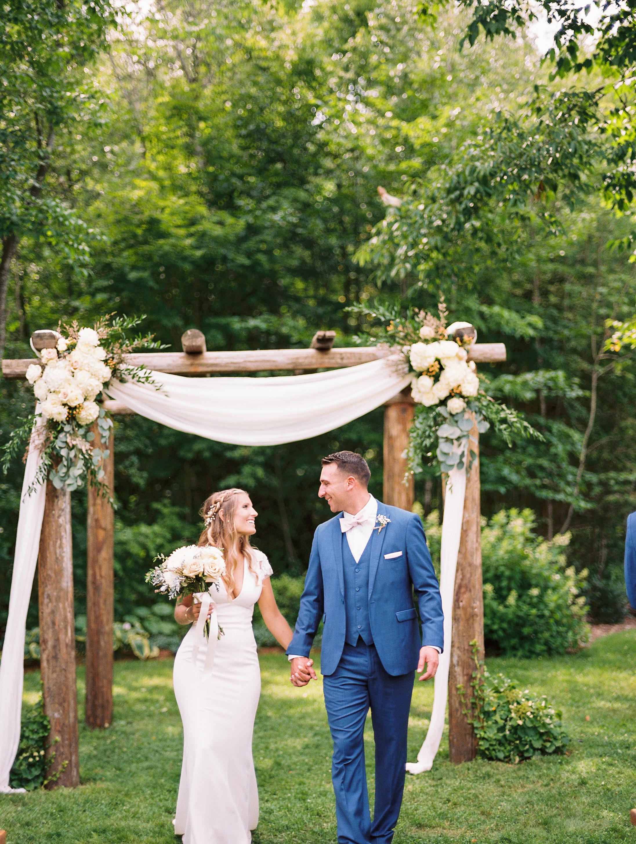 mad-river-barn-waitsfield-vermont-wedding-photos-7.jpg