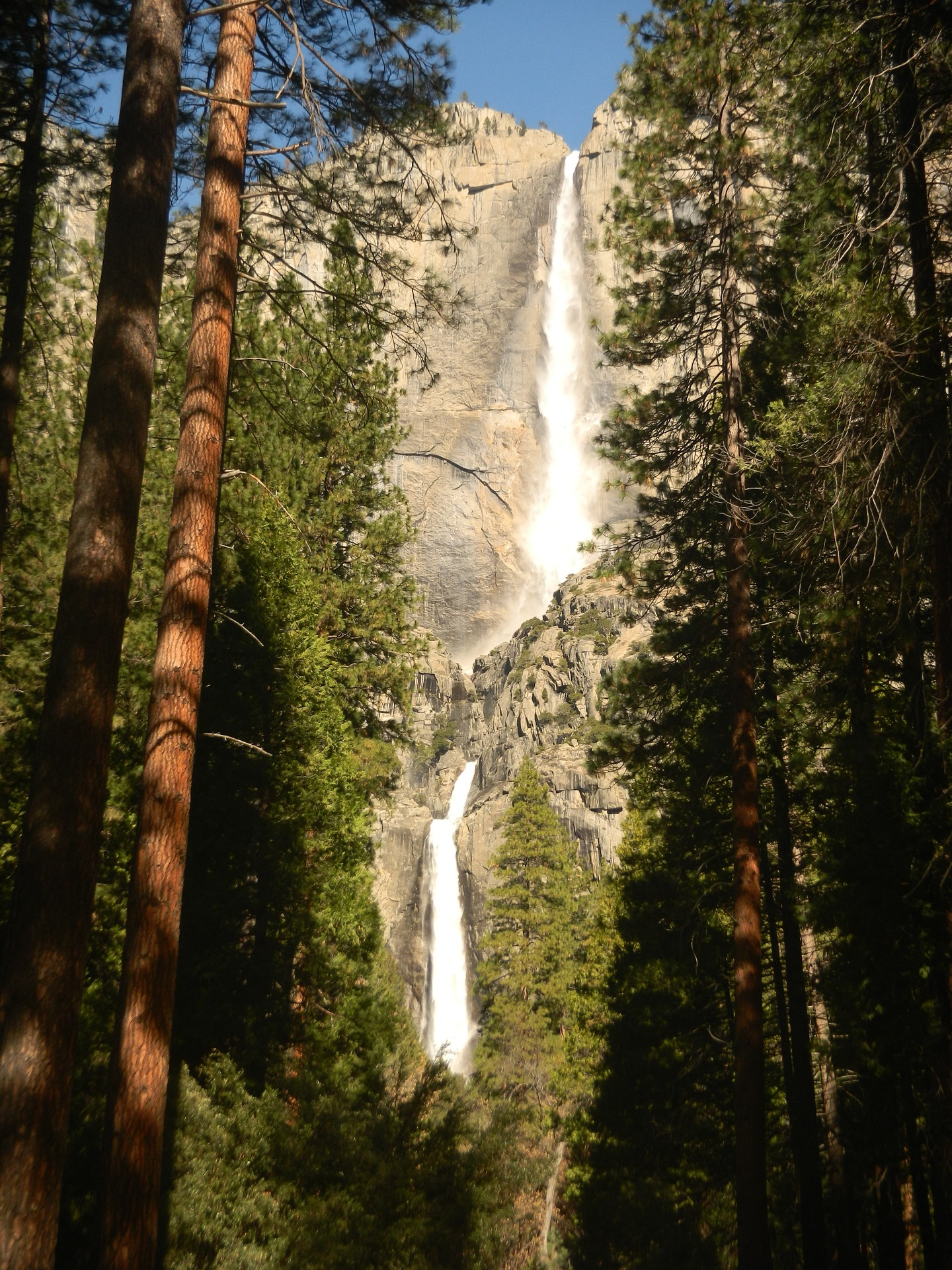 waterfall-1208212_1920.jpg
