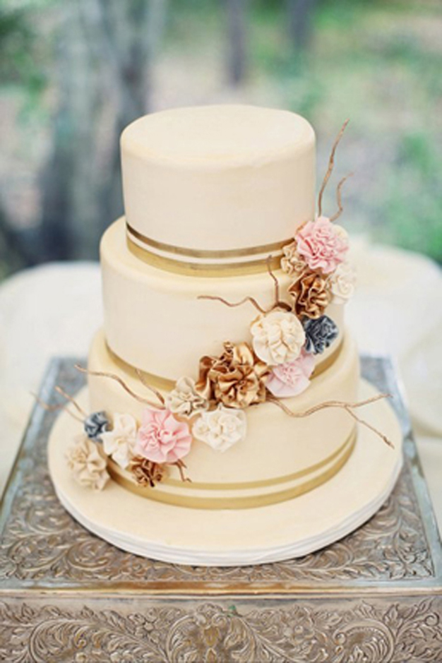 YellowKitchenCakes-Wedding_03.jpg