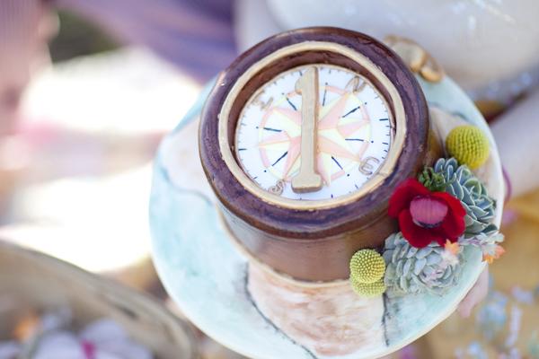 YellowKitchenCakes-Wedding_Compass.jpg