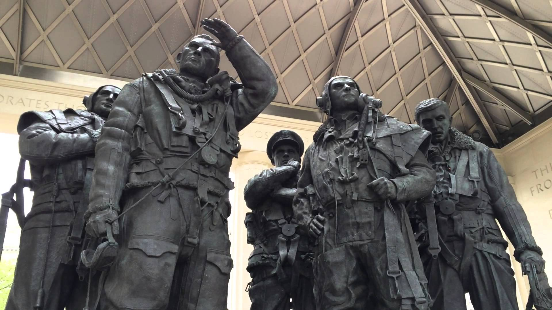 The Bomber Command Memorial at Hyde Park commemorates the 55,573 who died while serving in the Bomber Command during the Second World War.