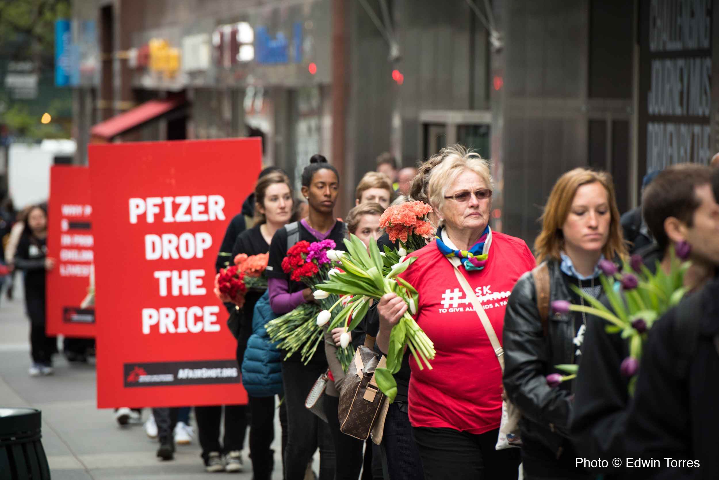 On April 27, 2016, 80+ New Yorkers participated in our petition handover at Pfizer HQ, commemorating the number of kids who die from pneumonia each day (2,500 kids).