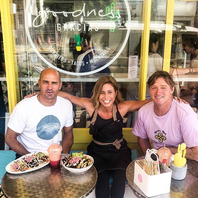 Happiness is knowing your food is loved, a throwback to feeding these two surfing legends at Goodness 🏄🏼♂️🏄🏼♂️ @kellyslater @cheynehoran 🙌🏼 . Plant-based living is truly creating a wave of change over the past few years, especially in the sporting, fitness, athletic and bodybuilding scenes. . Goodness owner Crissi @veganfitnessmodel knows this well, as an international bodybuilding champion for the past 6 years, she says many are now turning to plants for their gainzzzz 💪🏼💪🏼 check out the new movie coming out next month to cinemas called @gamechangersmovie by @jamescameronofficial this is going send and show a clear message to all, we can truly thrive on plants! . Even one plant-based meal a week, or even day is a start to better health, give it a go 🌱🌱🌱 . . . #gamechangersmovie #fangirl #kellyslater #palmbeach4221 #goodnessgracias #palmy #plantbasedeatery #surfer #inspirechange #plantbased #changeisgood #ohmymex #bethechange #gamechanger