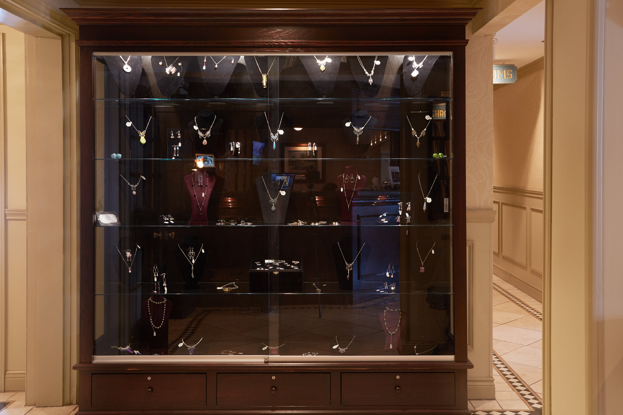 Lobby Jewerly Display Case