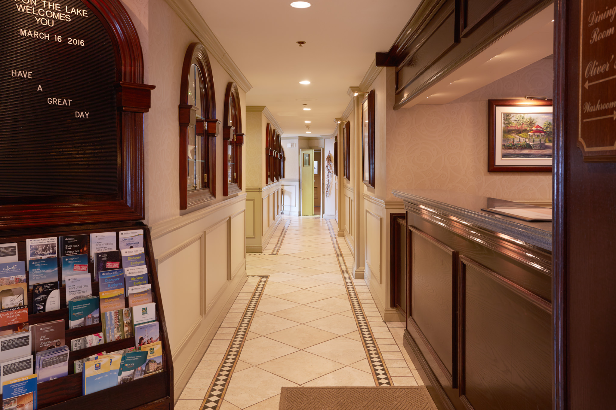 Hallway to Oliver's Gastro Pub and Encore Dining Room