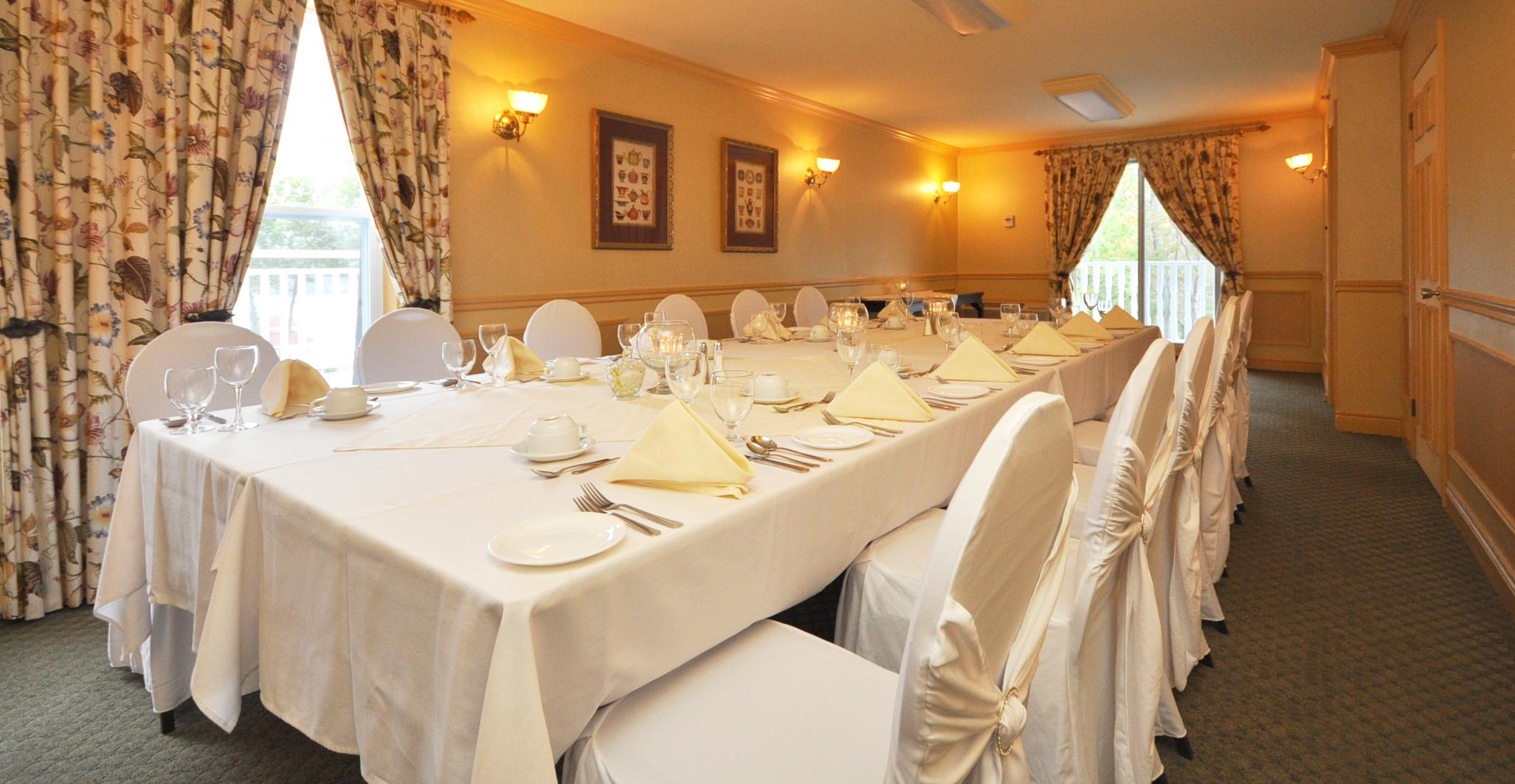 Thomas seats 8 to 12 guests