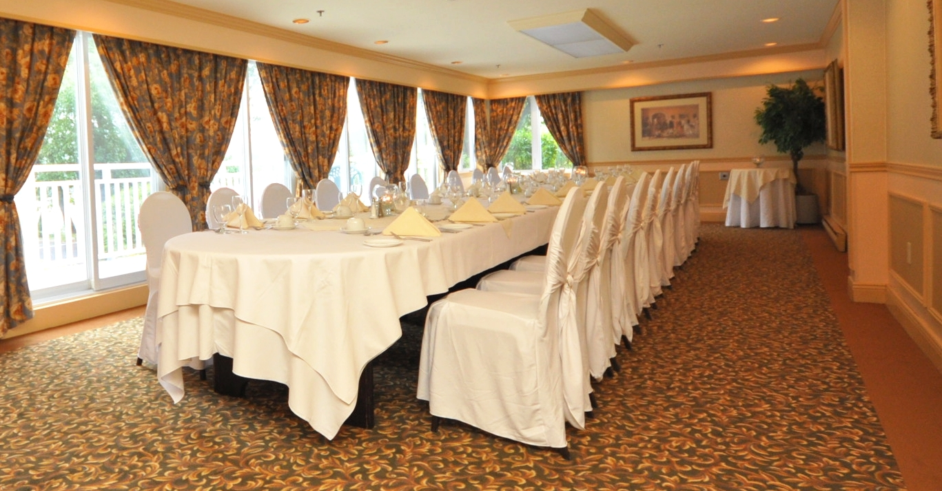 Lakeview seats 30 to 40 guests