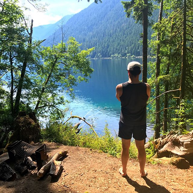 Olympic Peninsula Day 4: Lake Crescent ⠀ ⠀ Lazy day by the lake. Hammock naps, kayaking, a bald eagle (and his feather!), and reading by the fire. Why did we have to leeeeave??? 😩⠀ ⠀ #olympicnationalpark #olympicpeninsula #washington #optoutside #overlanding #sortof #camping #lakecrescent #baldeaglefeather #enohammock