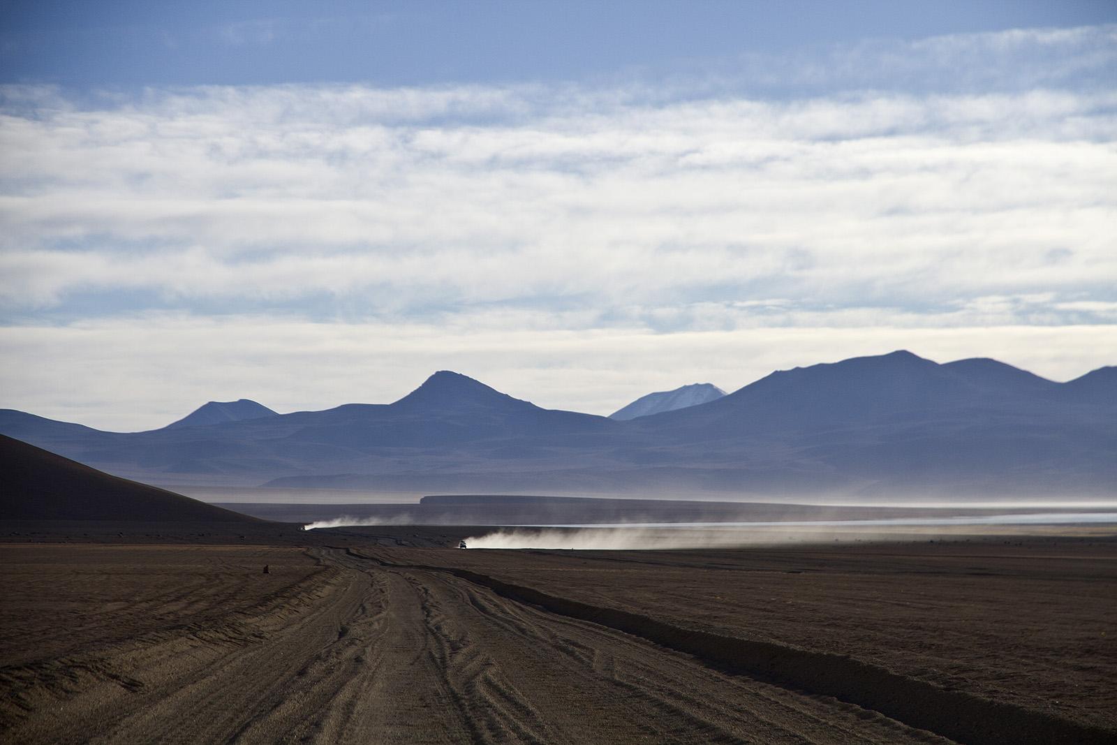 Desierto de Dali Land Cruisers.jpg