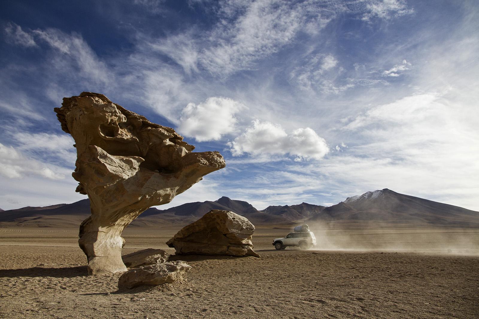 Uyuni Land Rover Arbol de Piedra.jpg