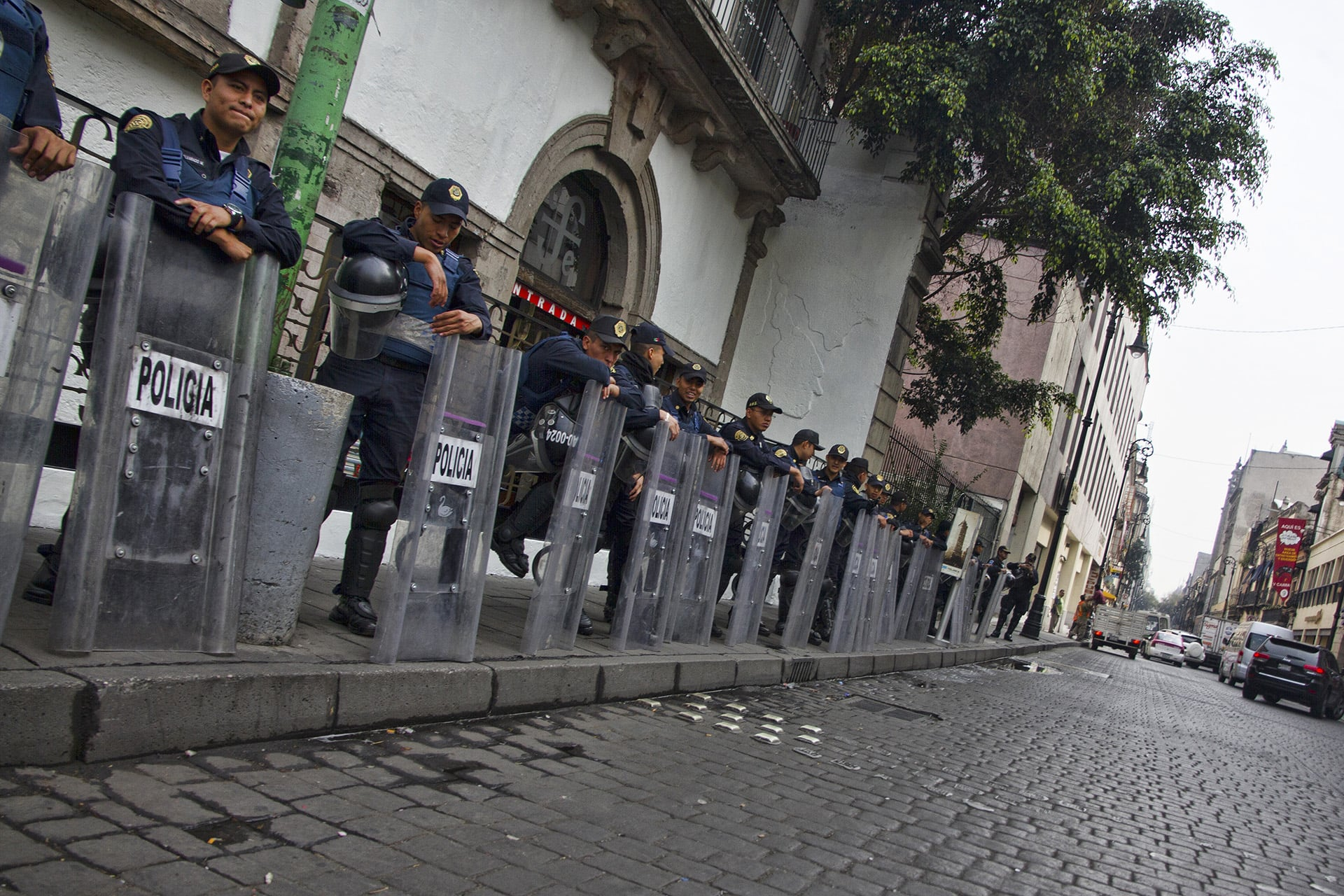 Daily gatherings of protestors demanding government action on the disappearance of 43 students on September 26, 2014 force city police to stay on alert in the  Distrito Federal .