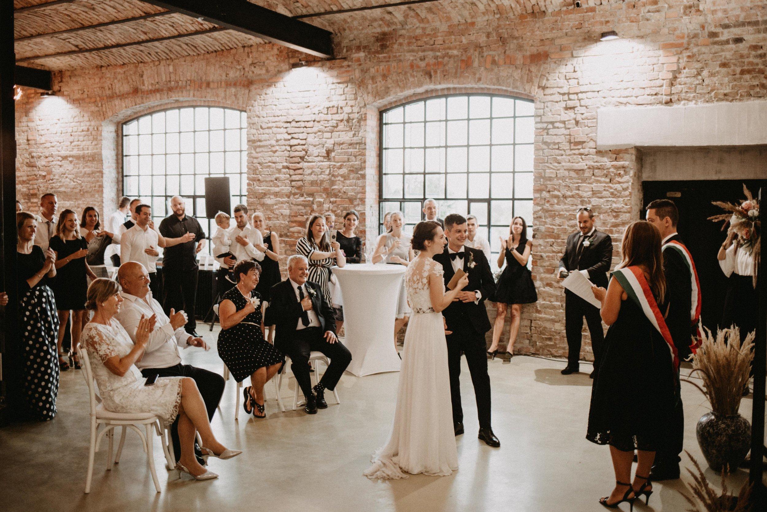 1826-Moni+Szabi-wedding-434-w.jpg