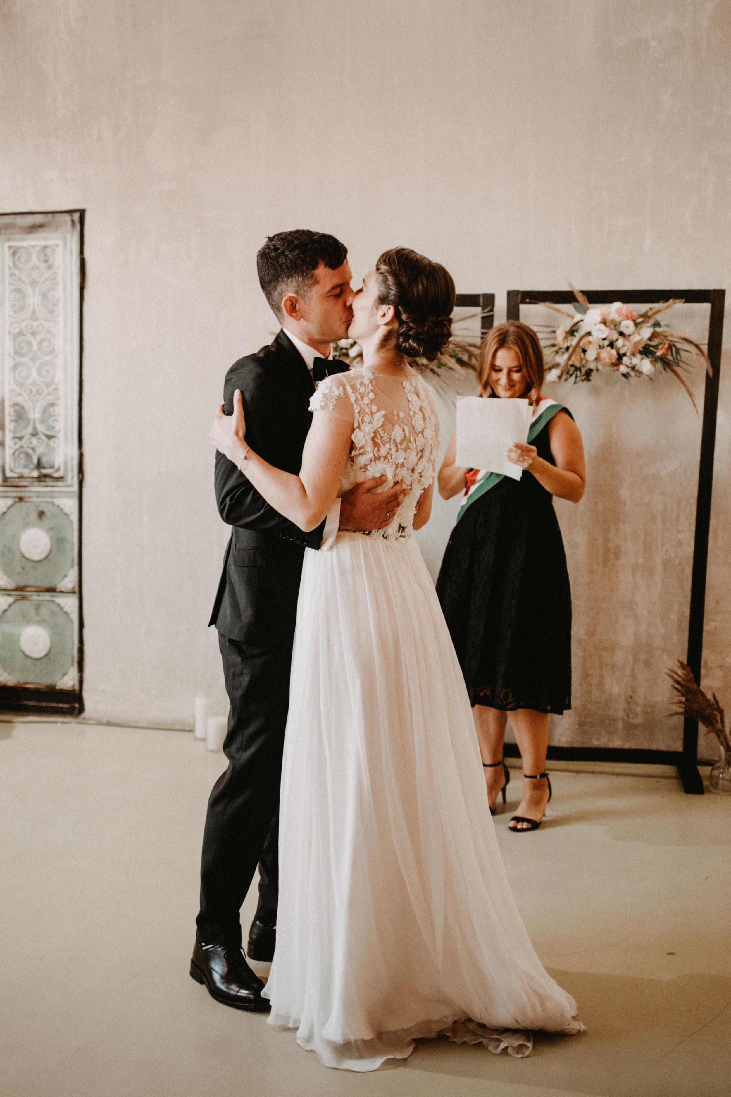 1826-Moni+Szabi-wedding-436-w.jpg