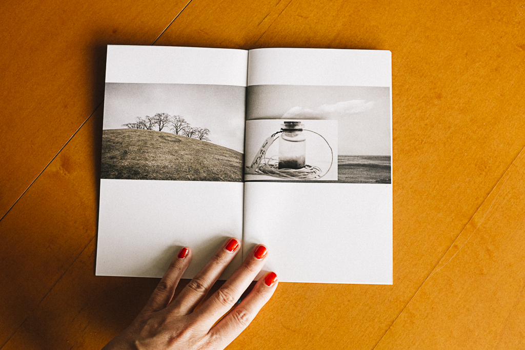 Fotolibro  fragmentos  editado en el taller de fotolibros colectivos  Las ciudades invisibles  de Caravanbook en la Biblioteca de la Facultad de Bellas Artes de la UCM. Programa [AC] - Acciones Complementarias.