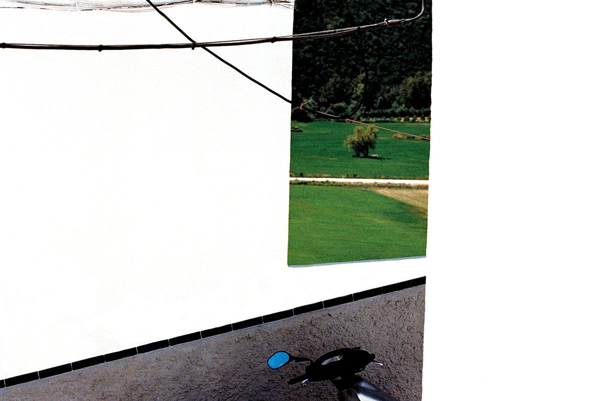 Fotografía del libro  Blanco Roto  © Cristóbal Benavente