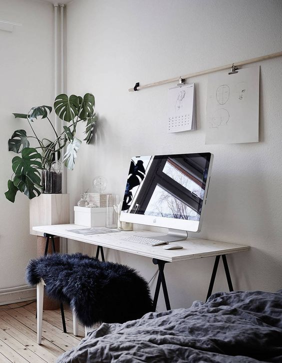 We've always been fans if dull muted colors especially when they are paired with corner plants, the simple table manages to add to the warmth of this study cum bedroom.