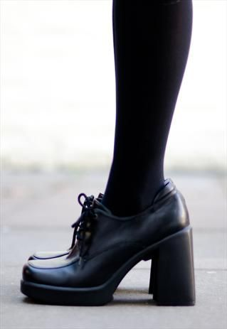 1990s grunge-inspired, chunky-heeled boots