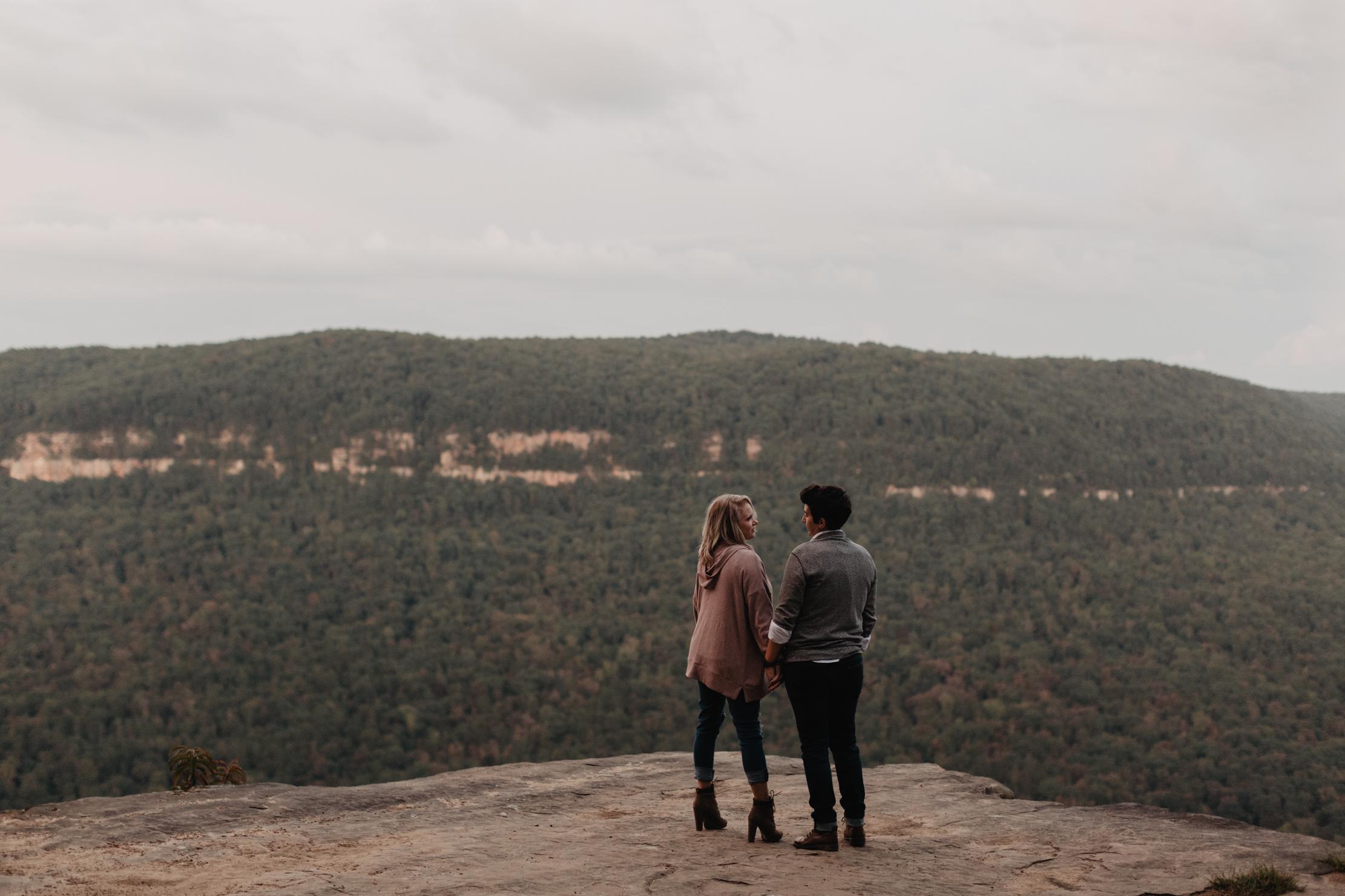 Snoopers Rock Engagement | Chattanooga | Adventure Wedding Photo