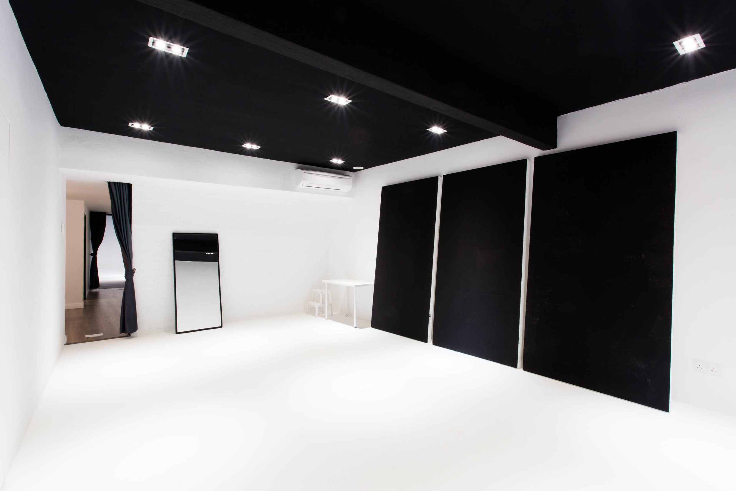 Studio_interior-2.jpg