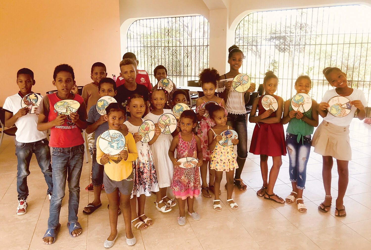 The children in Playa Laguna enjoyed learning about creation and making creation wheels on their first day of Bible Club.