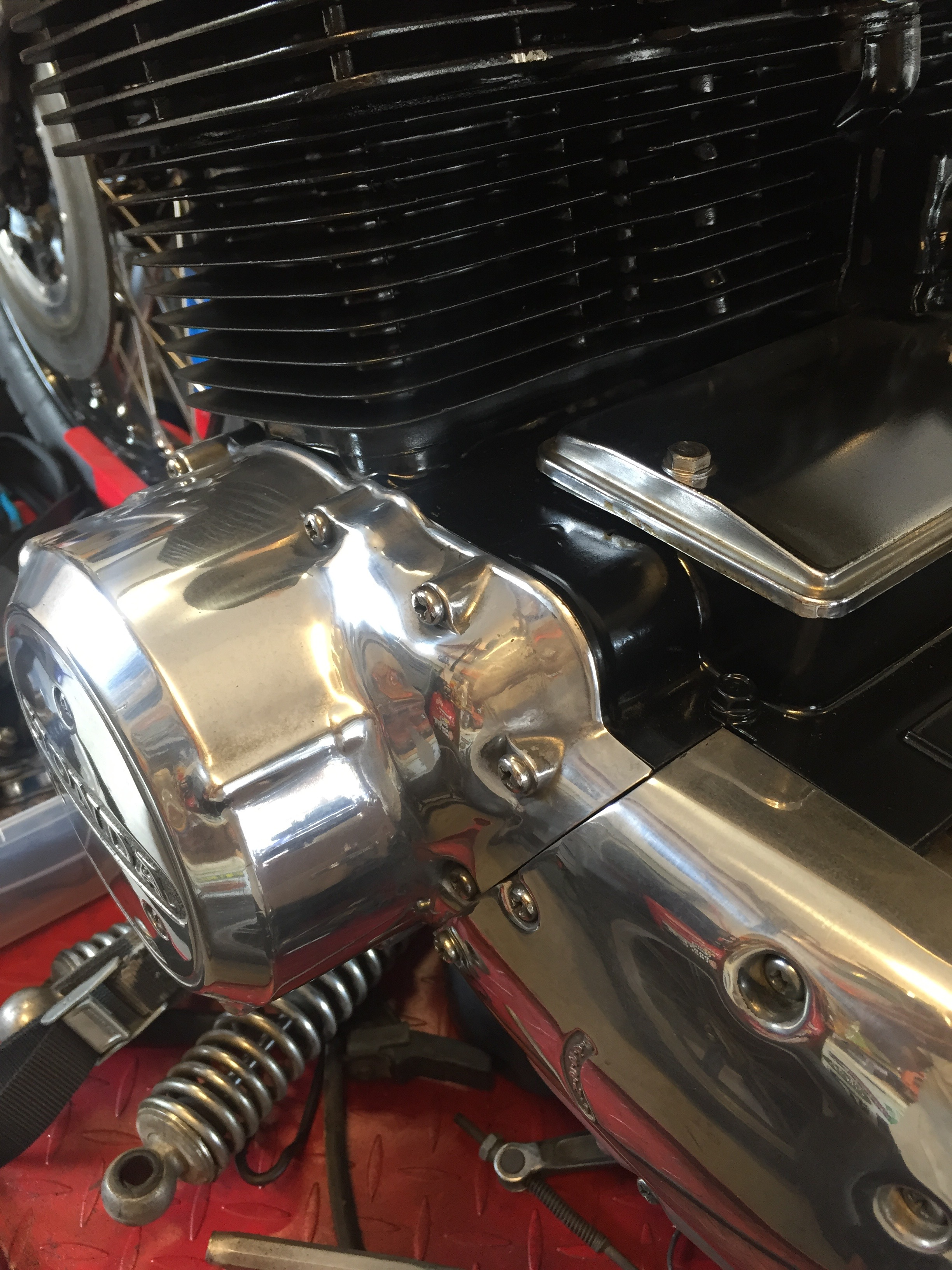 More polishing on the engine casings. Polished aluminum is so pretty. It screams vintage while looking brand new.