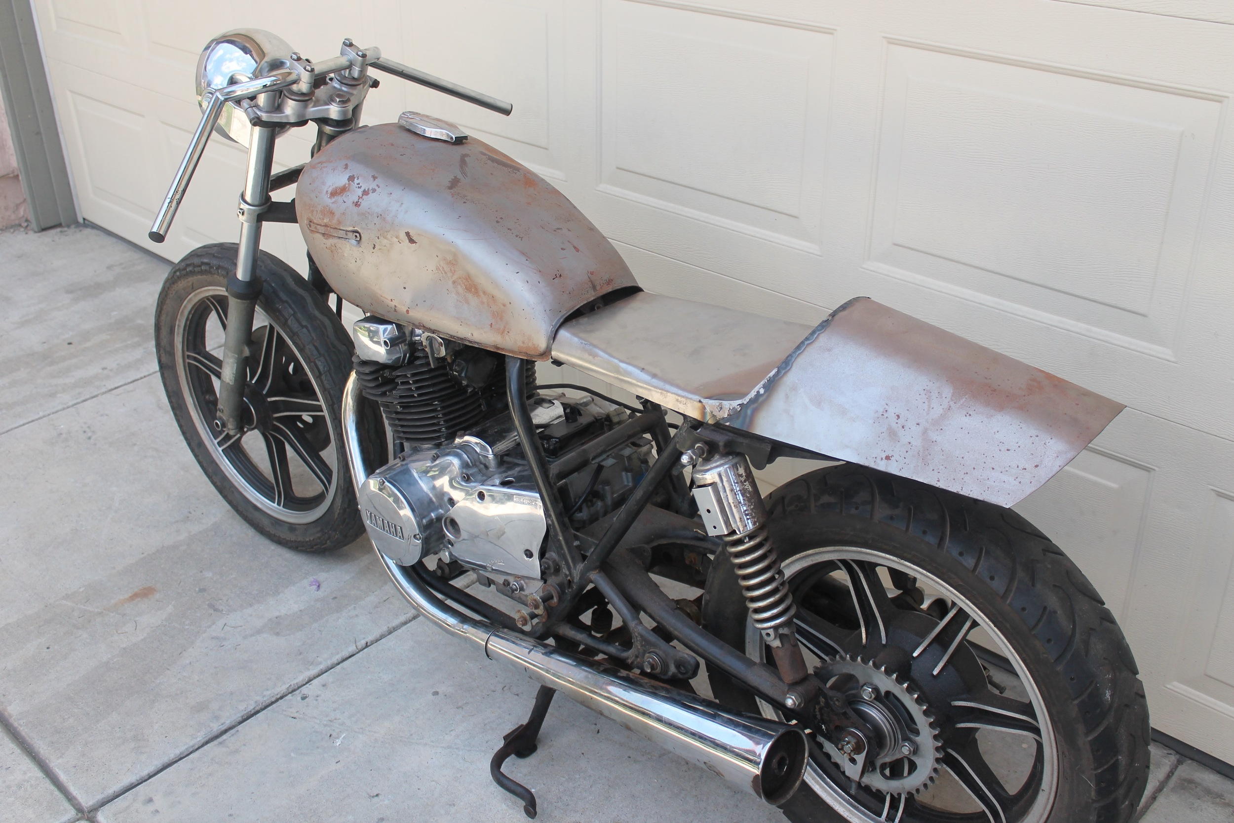 This bike came with two tanks and this custom cafe seat that the seller had yet to finish. At this point in the process, we had yet to decide if this 400cc machine would be a café racer, brat, scrambler, or tracker.