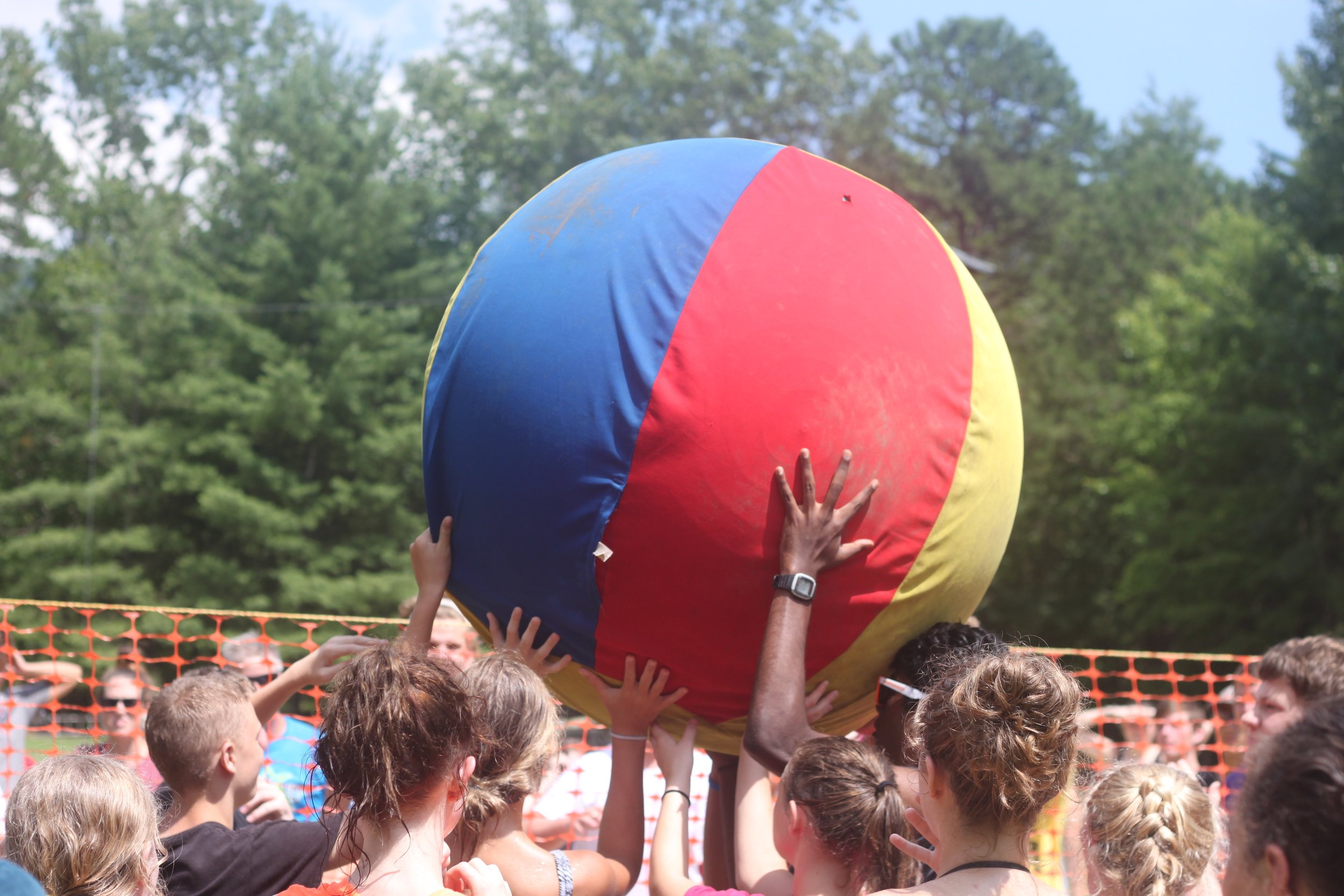 Juggernaut - Team work is required in this version of Giant ball volleyball