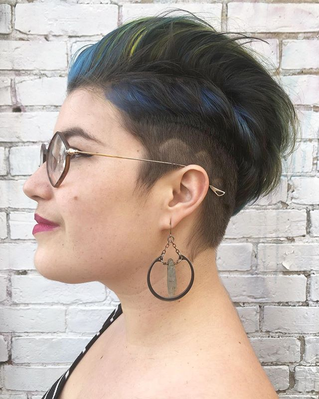 Eastern tent caterpillar, but make it work appropriate fashion. @realm_of_the_wiggle forever brings the most amazing color inspo to our appointments, named me a hair dom, and is just such a lovely human. Thanks for the fun project, Meow! . . . . #tashacutit #tashadoeshair #tashapaintedit #staino #evohair #hairbrained_official #crafthairdresser #crafthaircolor #portlandmaine #mainehairstylist #mainecolorist #mainecolorspecialist #mainevividspecialist #newenglandhair #bluehair #invasivespecies #inspiredbynature