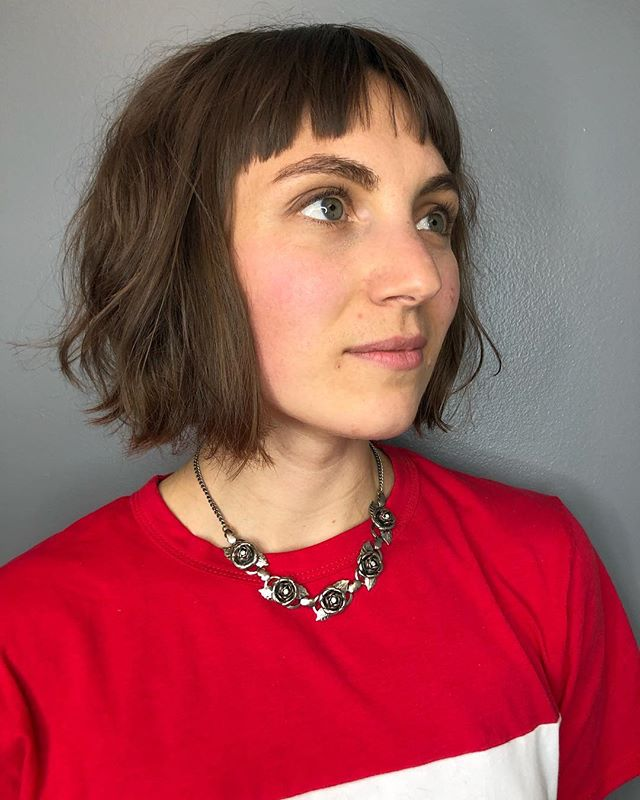 Cutting hair in a way that opens up texture is one of my fave things to do! Once you get a strong baseline to the shape, it becomes a very visual process to encourage natural movement. This Bob was cut with both scissor + razor, and styled with @evohair macgyver + salty dog✨ . . . . . . . #hairbrained_official #tashadoeshair #tashacutit #razorcutting #naturaltexture #bob #bobbedit #mainehair #mainehairstylist #mainecuttingspecialist #precisioncutting #evohair #portlandmaine #southernmaine #newenglandhair