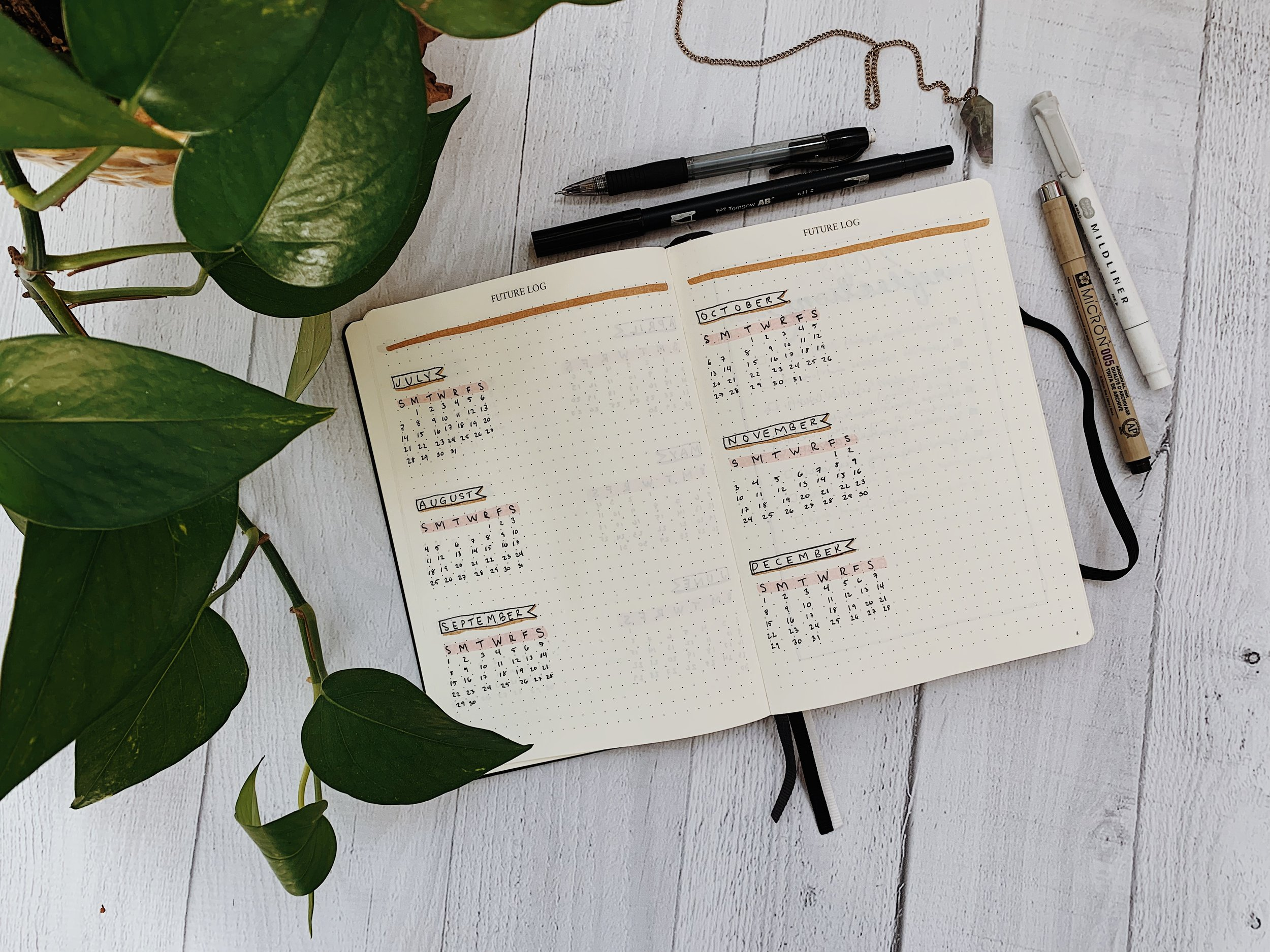 Minimal Bullet Journal Spread & Yearly Lunar Calendar
