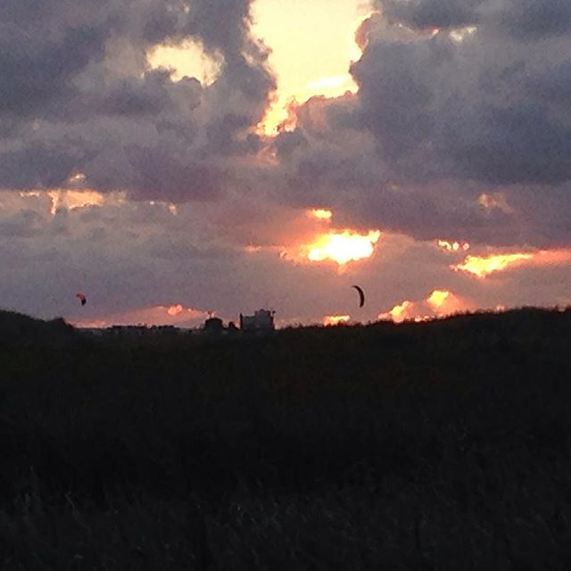 Live is beautiful!  Great Weekend with the @flysurferkiteboarding family.  Such a great bunch of people!  #freedom #sunset #kitesurfen #kiteboarding #ocean #wind #kitegirl #nordsee #flysurfer #kitesurfmasters #npsurf #kitebeyond