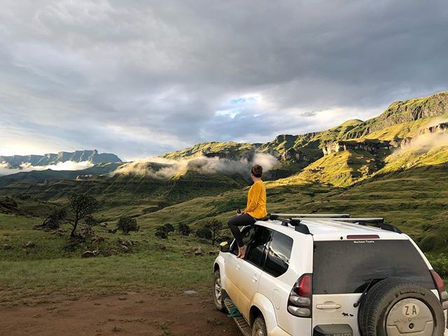 'Not all girls are made of sugar and spice and everything nice. Girls are also made of adventure, fine beer, brain and not fear!' -unknown-  About that Drankensberg and Sani Pass adventure.  Off-road driving at its best! Inly 4 wheel drives are allowed on. It separates South Africa 🇿🇦 from Lesotho 🇱🇸 A must do on your bucket-list before the roads are upgraded and no 4 Wheel drive will be needed anymore.  #salomonwmn #sanipass #lesotho #countryhopping #travels #offroadtrip #neverstop #liveyourdream #happytraveler