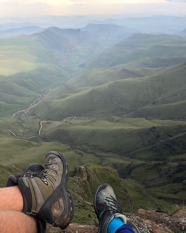 Better together 🇿🇦🇱🇸 No words needed.  Just the moment!  #bucketlisttravel #sanipass #adventuretrip #southafrica #luckygirl #followyourheart #liveyourdream #happytraveler #lesotho #countryhopping #offroadtrip