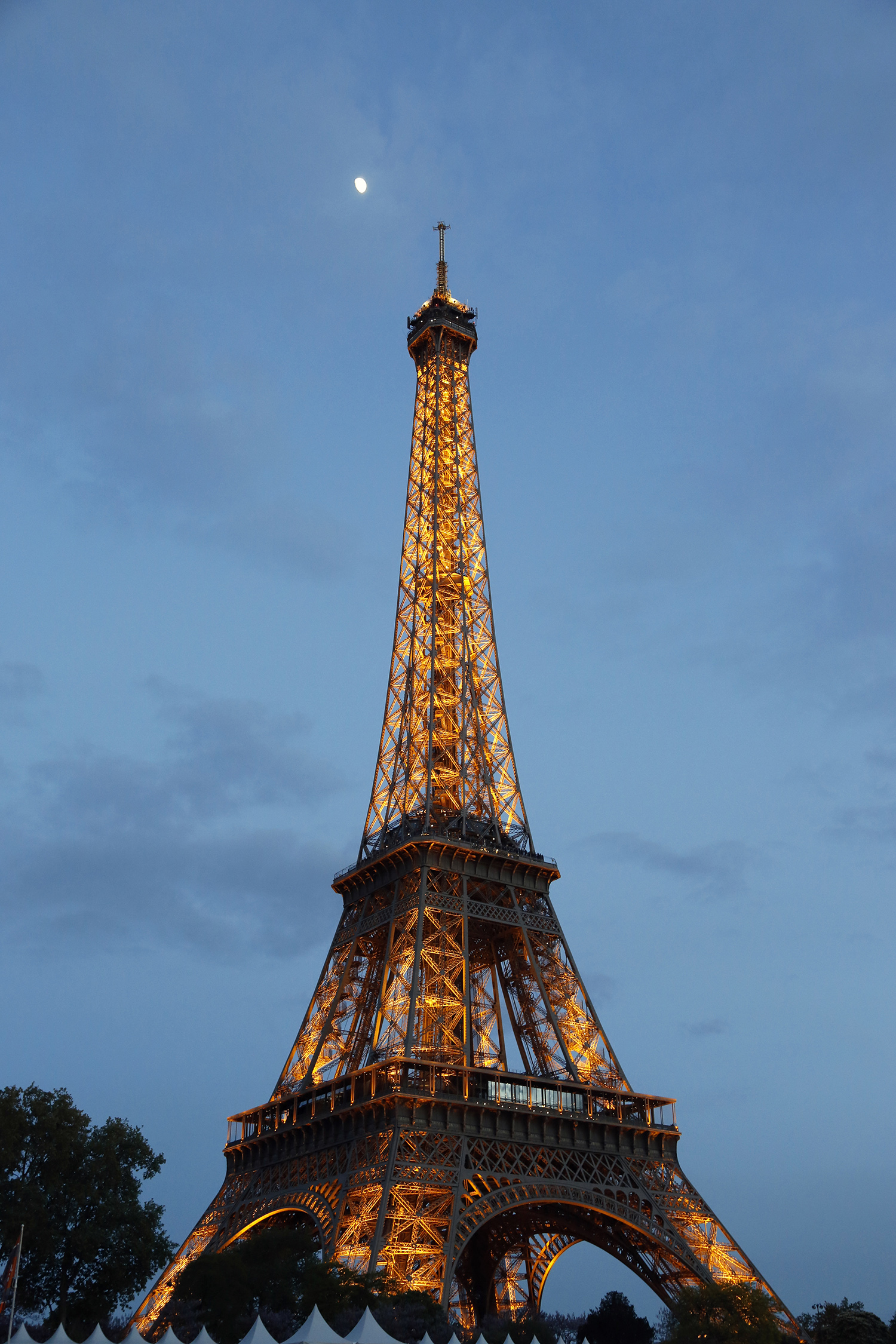 Eiffel and the Moon