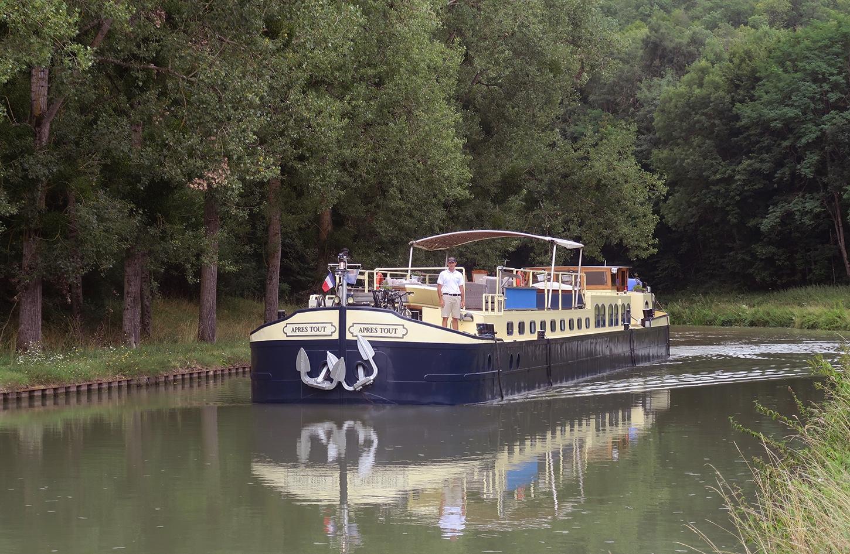 The Apres Tout on the Canal de Bourgogne