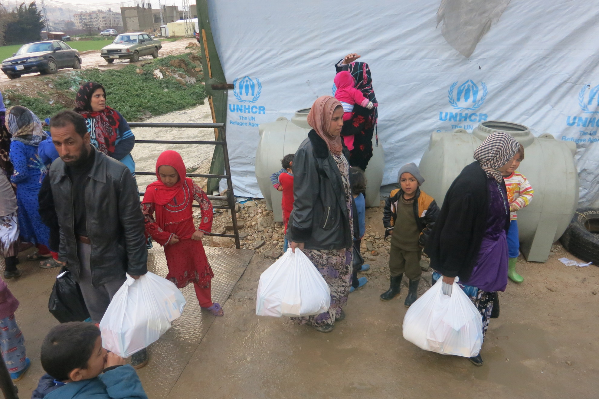 Syrian refugees receive food and life saving aid